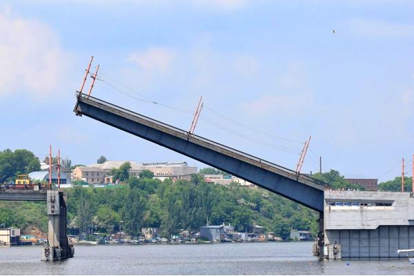 В Україні схвалили постанову, яка врегульовує проходження суден через прогони мостів
