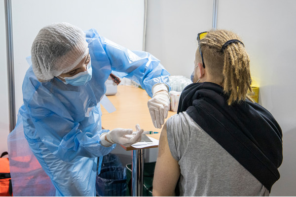 В Україні запущено п'ятий етап вакцинації: тепер щеплення можуть отримати усі охочі
